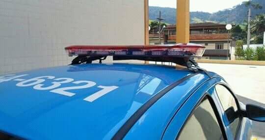 HOMEM AGRIDE A ESPOSA À PAULADAS E É PRESO PELA PM
