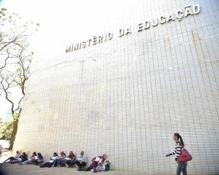 JUSTIÇA MANDA SUSPENDER CORTES DE UNIVERSIDADES FEDERAIS SOBRE PENA DE MULTA DE R$ 100 MIL POR DIA