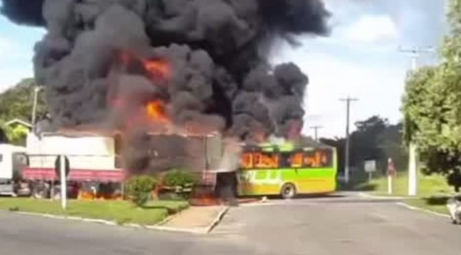 Morre motorista de ônibus que pegou fogo após colisão em Bom Jesus do Itabapoana